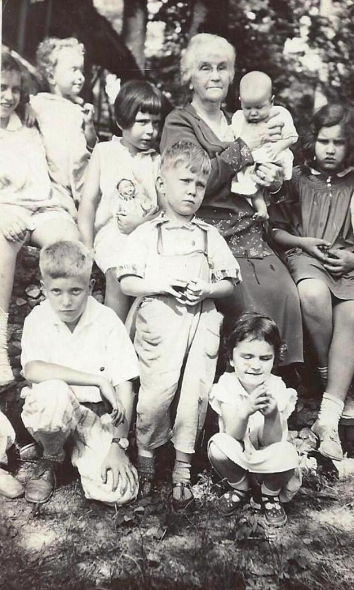 may-norpell-with-some-of-her-grandchildren